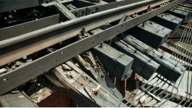 Взорвался железнодорожный путь в Луганской области