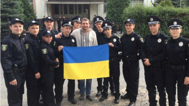 Парасюк похизувався селфі з львівською поліцією
