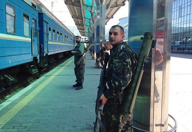 В Донецке раздаются взрывы возле железнодорожного вокзала