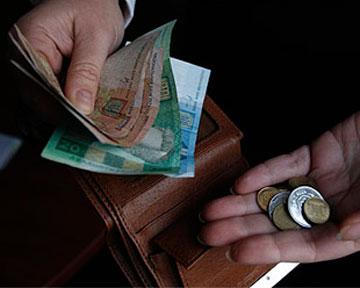 Яценюк отменит налог на минимальную зарплату