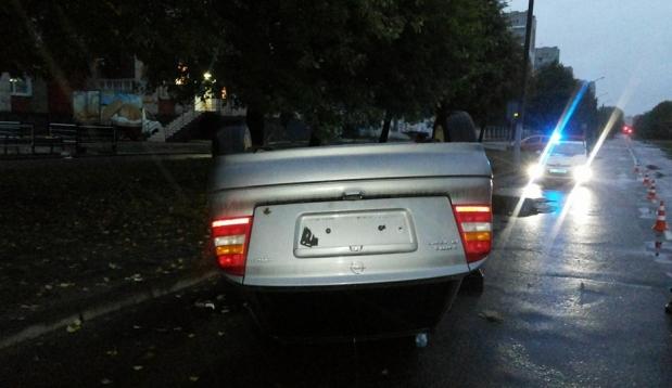 ДТП у Львові: авто «приземлилося» догори дригом (Фото)