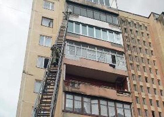 Стрыйские спасатели с лестницы ликвидировали пожар на 8 этаже (ФОТО)