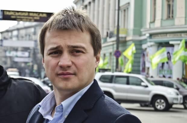 """Мажоритарник з Чернігівщини склав присягу нардепа під крики """"Ганьба!"""" (відео)"""
