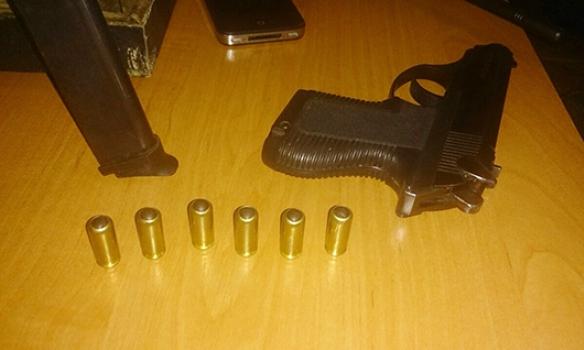 У Дніпропетровську затримали злочинну групу з арсеналом зброї (Фото)