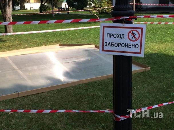 Двор Софии Киевской провалилось под землю на 2 метра (ФОТО)
