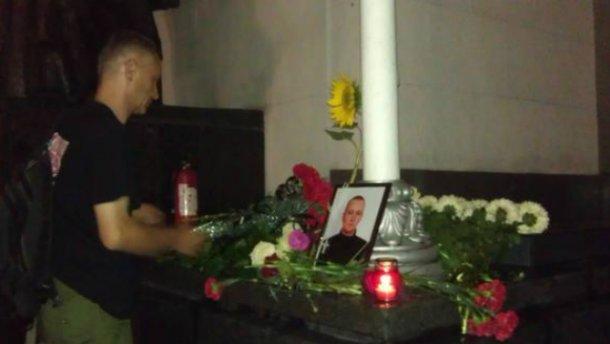 В МВД сообщают, что убитый под Радой нацгвардиець погиб таки от пули