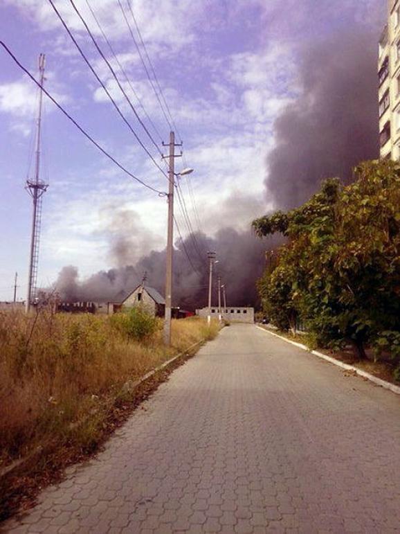 В Мариуполе крупный пожар на рынке (ФОТО)