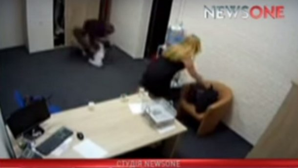 Появилось видео, как двое депутатов дерутся после эфира