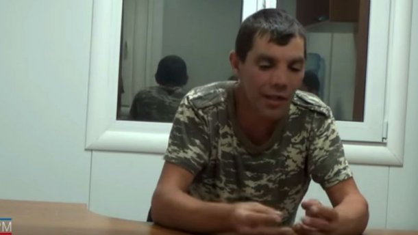 Як в Криму допитували начебто українського військового (Відео)