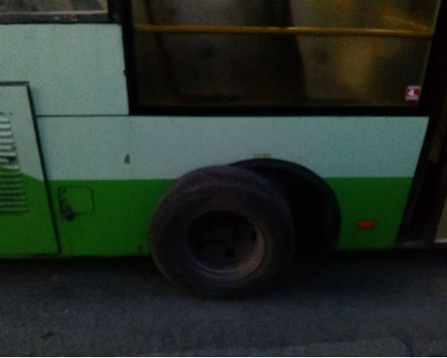 У маршрутки на ходу відлетіло колесо
