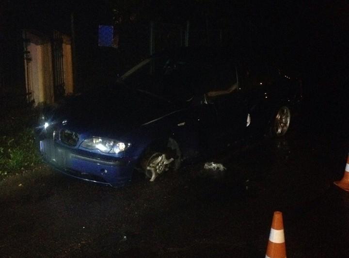 П'яний львівський «шумахер» скоїв ДТП і втікав з місця злочину на трьох колесах(ФОТО)