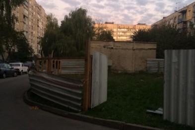 На вулиці Науковій жителі будинку вийшли на протест проти забудовника (ФОТО)