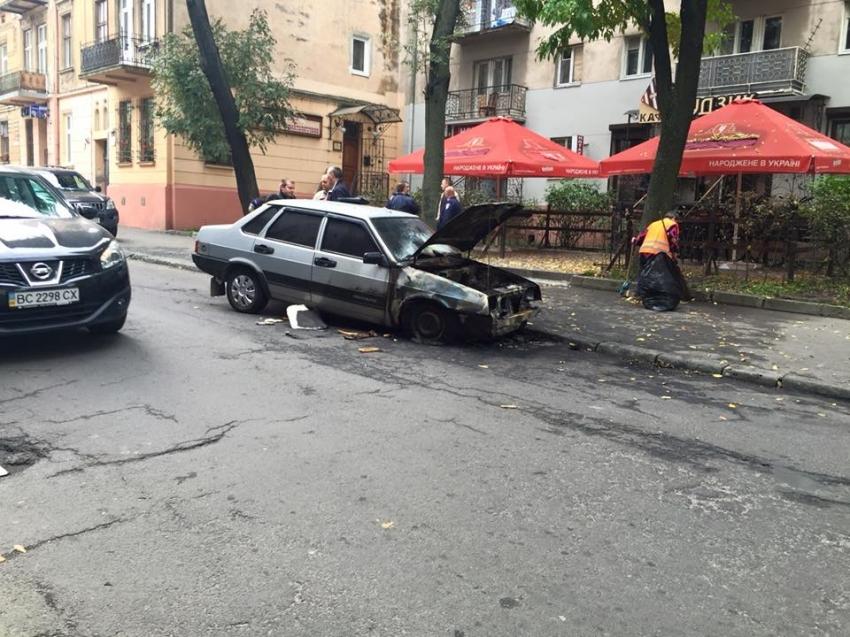 Уночі у Львові горіли два автомобілі (ФОТО)