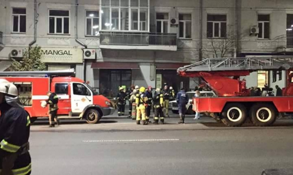 В Киеве на улице Саксаганского горел ресторан (фото)
