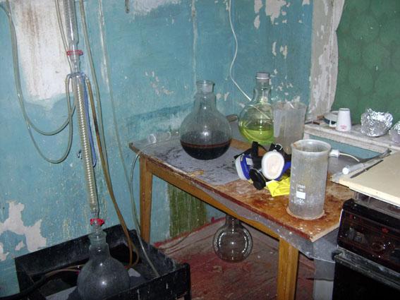 У Маріуполі ліквідували підпільну нарколабораторію з виробництва метамфетаміну (Фото)