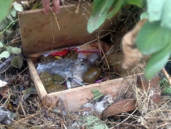 У центрі Маріуполя виявлено схованку з гранатометами і гранатами, – МВС