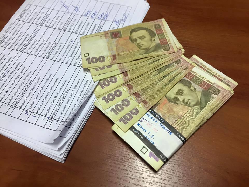 Масовий підкуп у Чернівцях: Студентам-виборцям пропонували за голос 300-450 грн