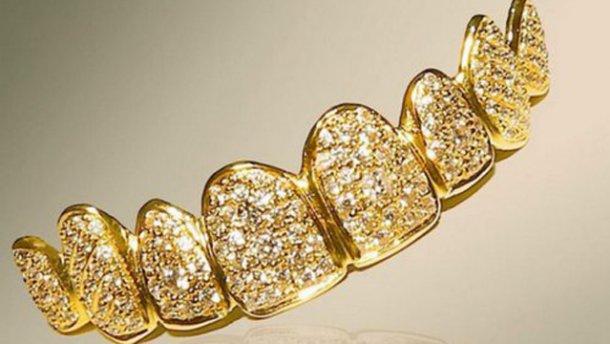 На вулиці Золотій львівські поліцейські знайшли золоті зуби (Фото)