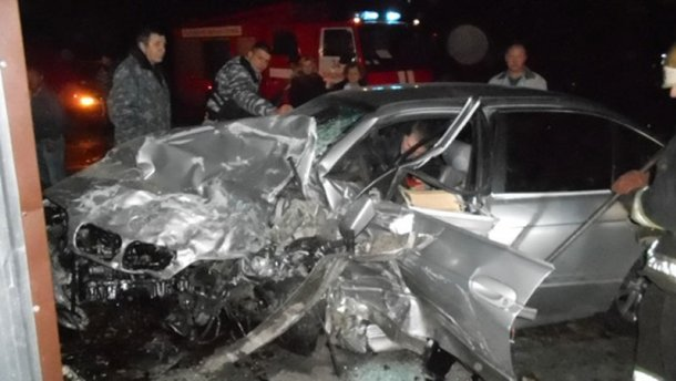 Смертельное ДТП под Киевом: водителей зажало собственными машинами (Фото 18+)
