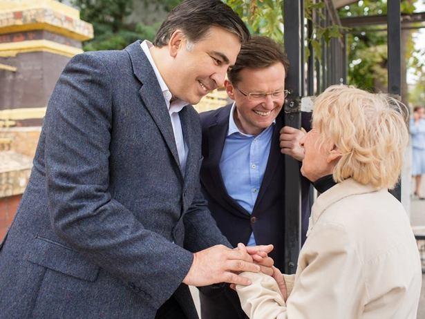 """Саакашвили трясет стариной, а кандидат в мэры Одессы обещает вычистить энергетику от """"дерьма"""" (Видео)"""