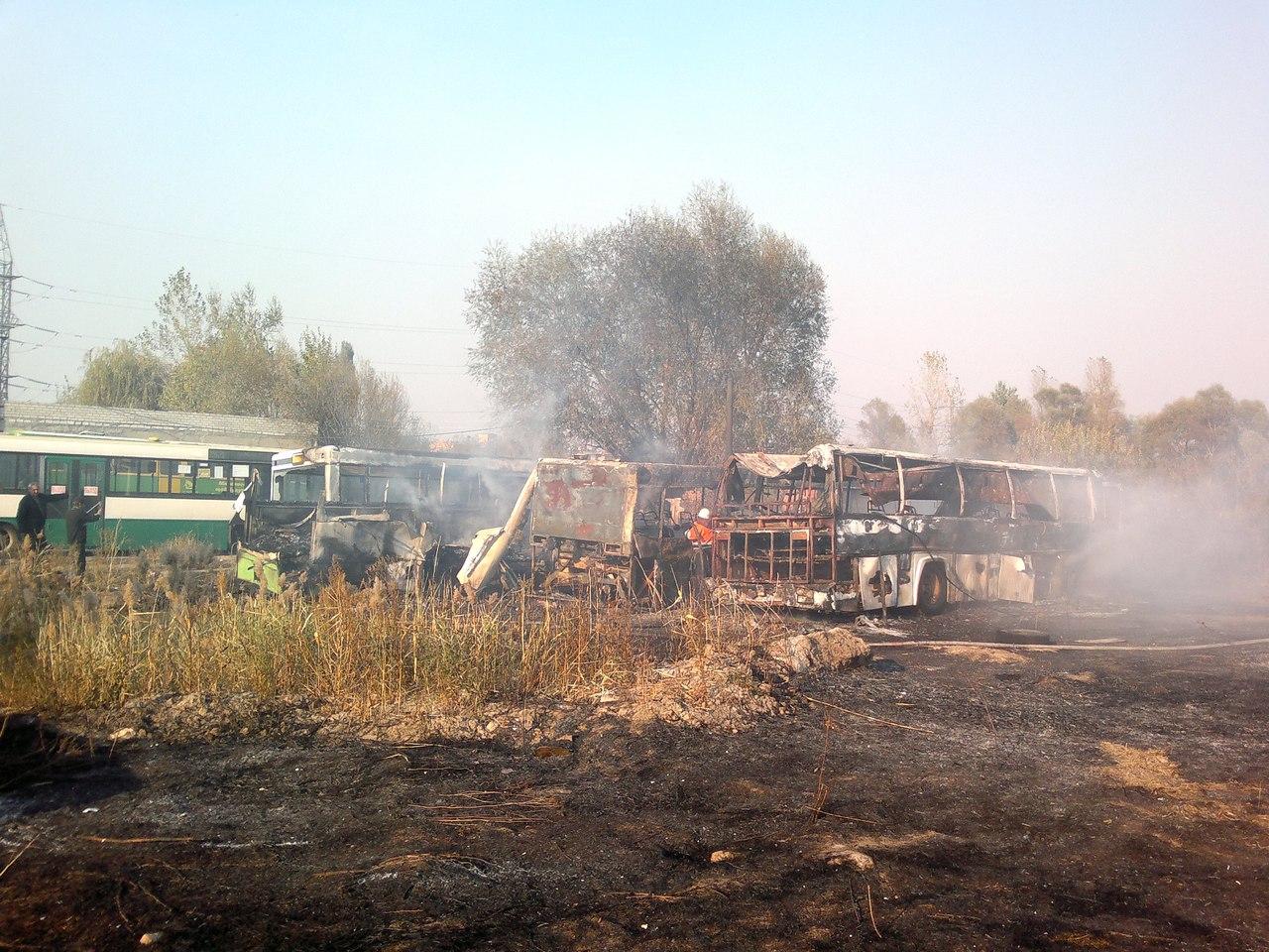Сгорело четыре автобуса в пожаре под Харьковом (ФОТО)