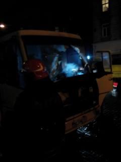 На вул. Городоцькій згоріла маршрутка: постраждалих немає (Фото)