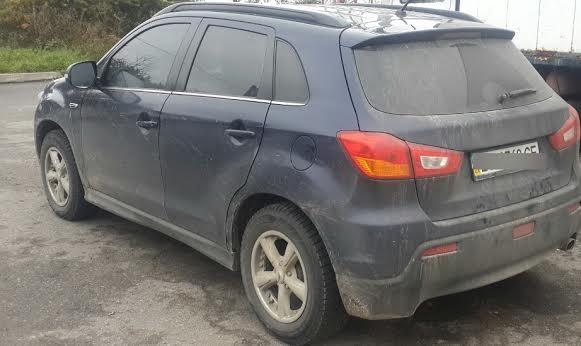Львівські ДАІвці затримали викрадений на Луганщині позашляховик