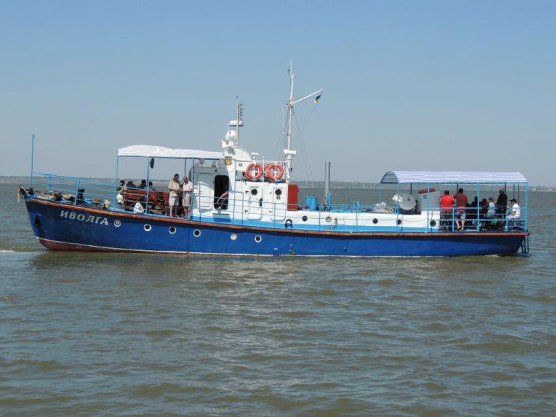 В Затоке продолжаются поиски двух пассажиров затонувшего катера (видео)
