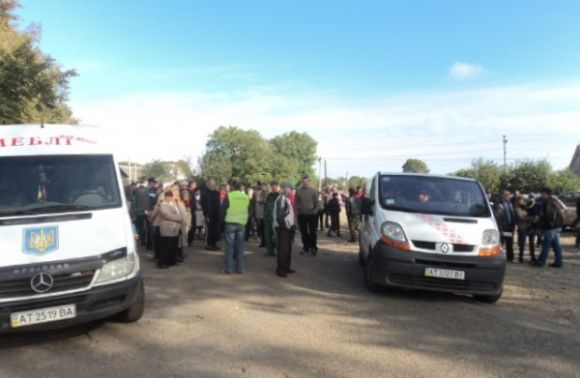 Протестувальники зупинили на трасі Калуш-Жидачів рух автобусів зі Львова (відео)