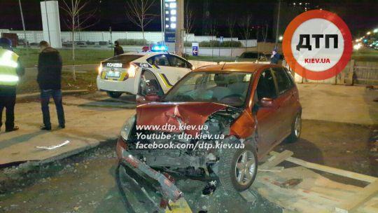 В Киеве пьяный ректор МАУП на внедорожнике Land Rover протаранил Ford