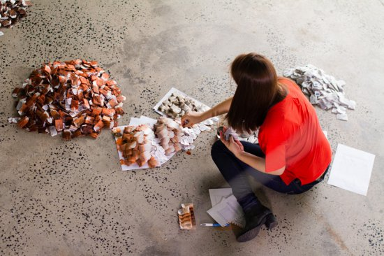 Ця жінка зібрала 20000 чайних пакетиків. Коли я зрозумів причину, то був у захваті!