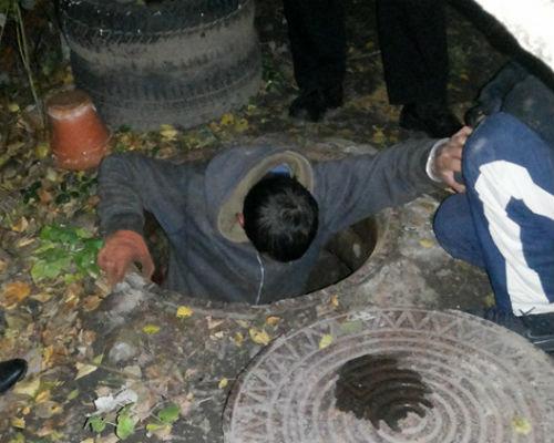 Вночі у Львові «на гарячому» впіймали крадіїв кабелю (Фото)