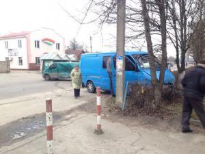 На Рівненщині ДТП: не розминулися два автобуси (ФОТОФАКТ)