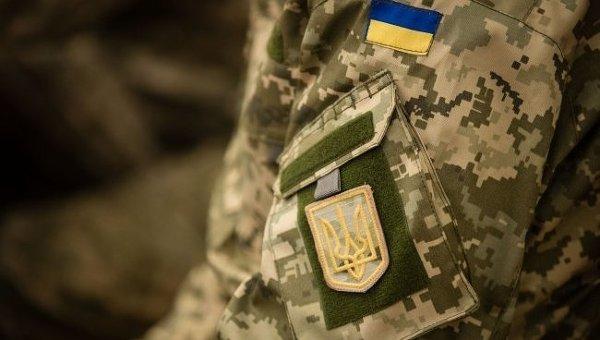 У Миколаївській обл. офіцер, заспокоюючи п'яного солдата, поранив того в голову