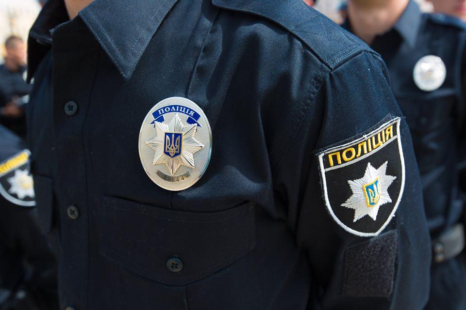 В Киеве со стрельбой задержали мужчину, который машиной сбил полицейского