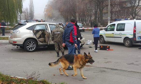 У Києві під час руху вибухнув автомобіль, водій госпіталізований (Фото)