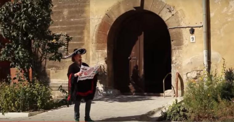 Українські дівчата зняли на відео пригоди мексиканського туриста у Львові (ВІДЕО)