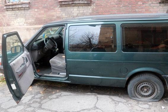 В Маріуполі виявили авто з вибухівкою та зброєю (Фото)