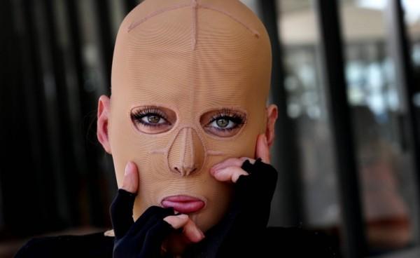Эта женщина подверглась жестокому нападению: спустя 2 года она показала свое новое лицо…