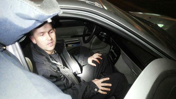 У Львові п'яний крадій пояснював поліції, що проник у чуже авто з дружньою метою (ФОТО)