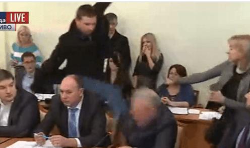 Бійка в Раді: Парасюк побив нового представника СБУ Пісного  (ВІДЕО)