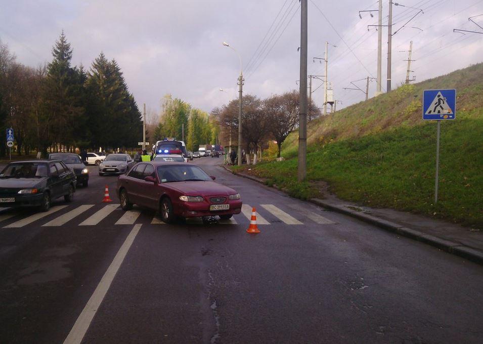 У Львові машина переїхала жінку на переході (ФОТО)