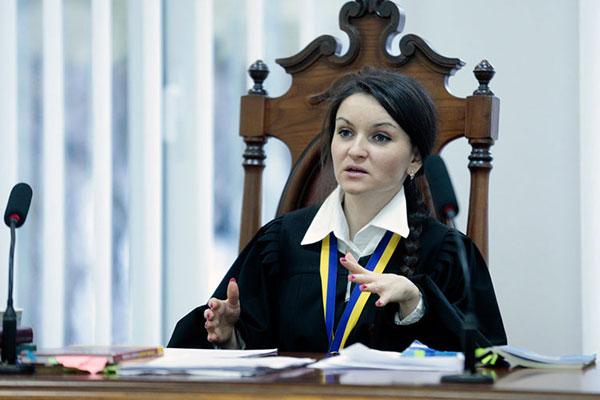 Одіозну суддю з Калуша Царевич не можуть відсторонити від роботи (ВІДЕО)
