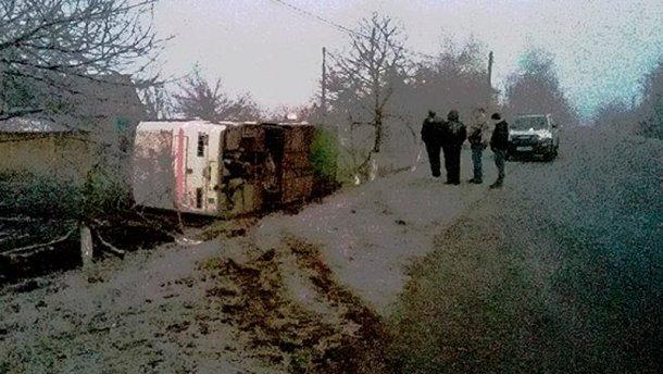 На Волині автобус з працівниками заводу з'їхав у кювет, є постраждалі