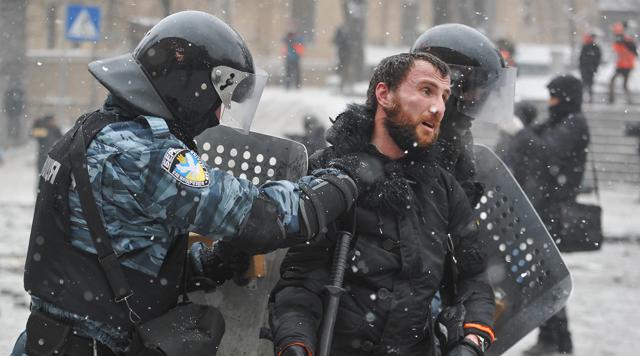 """""""Беркутівці"""", які били студентів на Майдані, успішно пройшли атестацію в нацполіцію, – активіст"""