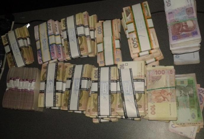Двоє українців спробували провезти мільйон гривень бойовикам (Фото)
