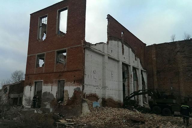 У Миколаївській обл. на покинутому цукровому заводі обвалилася стіна, загинуло 2 осіб