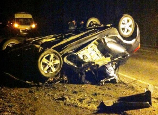 У Запорізькій області автомобіль врізався в КамАЗ, 3 людини загинули (фото)