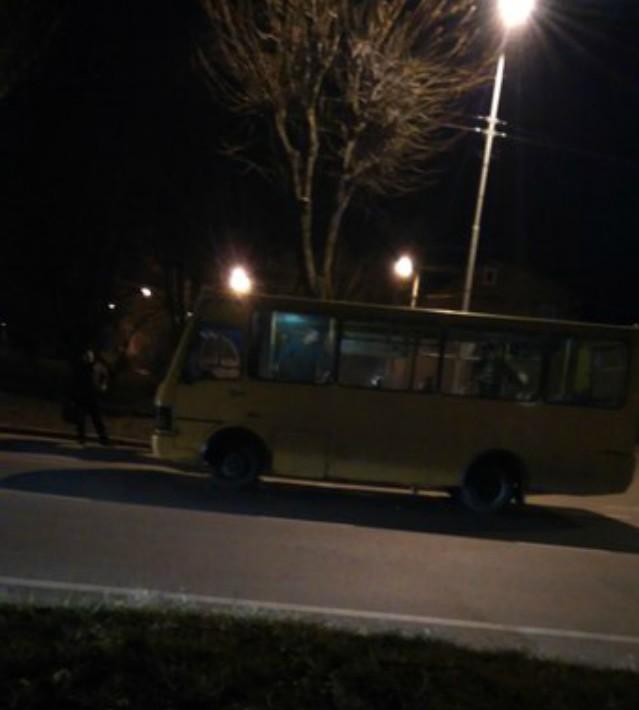 У Львові невідомі розстріляли маршрутку з пасажирами (ФОТО)