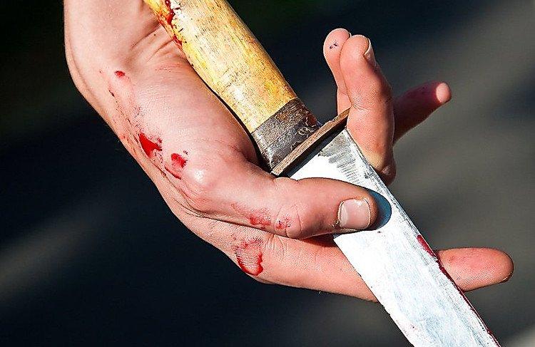 У центрі Львова чоловік влаштував різанину в кафе: двоє поранених